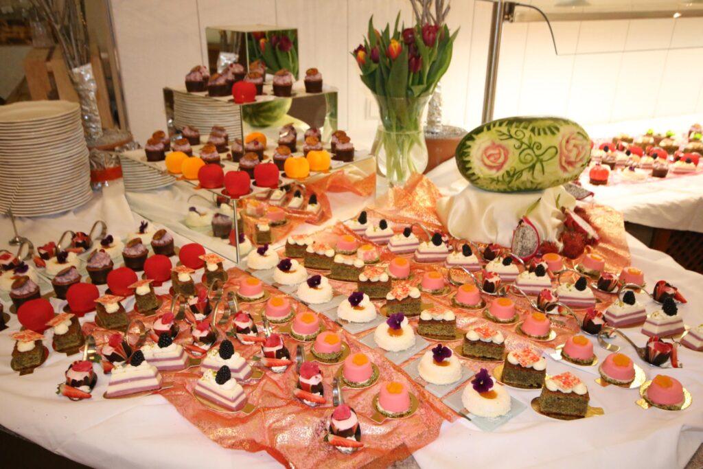 Dessert-Buffet mit großer Auswahl