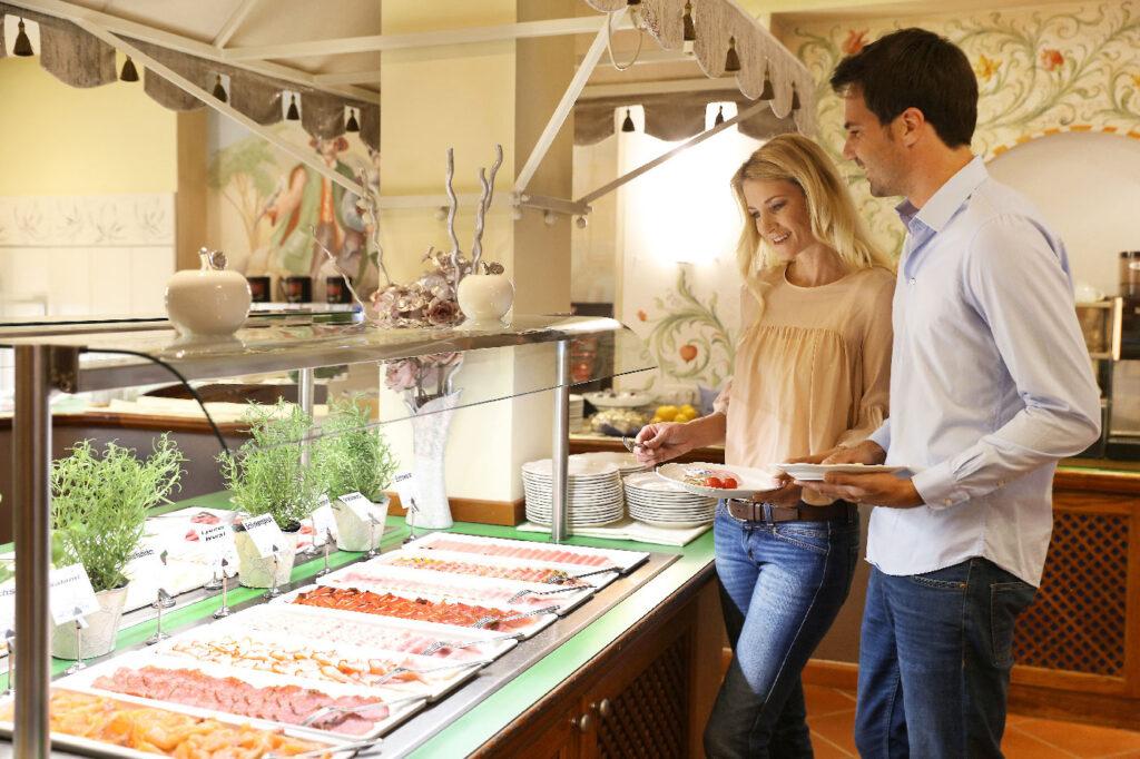 Fruehstuecksbuffet im Seminarhotel Lacknerhof